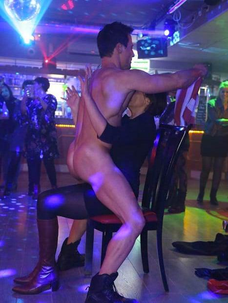 Spectacle sexy en discothèque